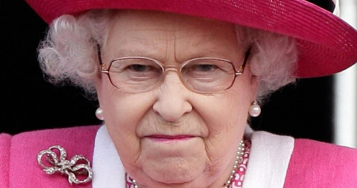 Thousands Of Mourners Are Defying Pleas From Buckingham Palace. Here's How