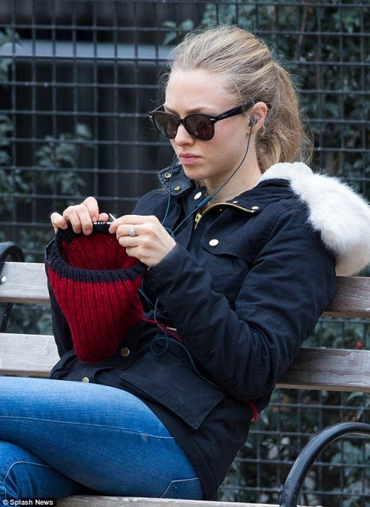 Celebrities who knit