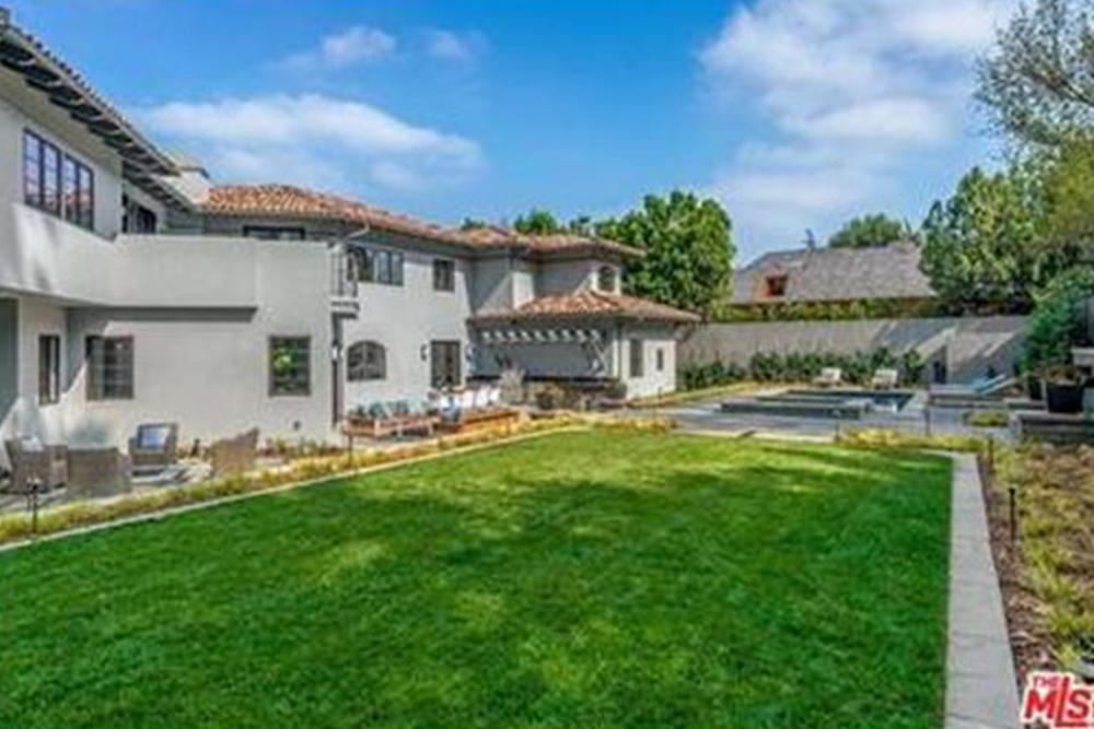 Since the 1930, celebrities have called Toluca Lake home…